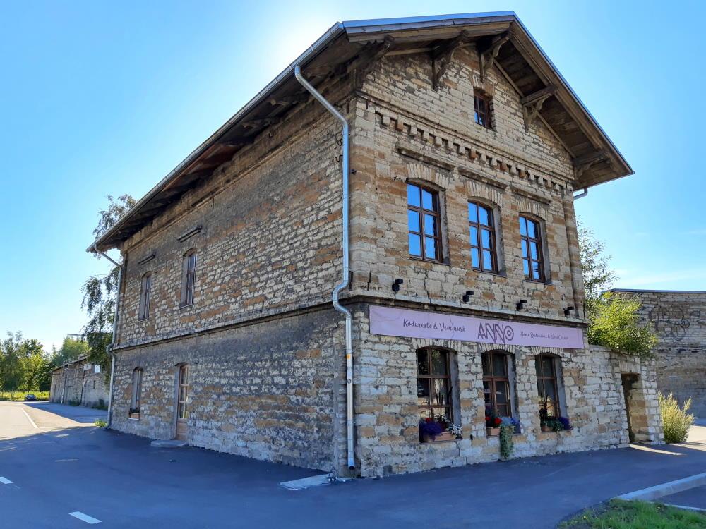 Ravintola Anno sijaitsee ulkoapäin vaatimattoman näköisessä kivitalossa.